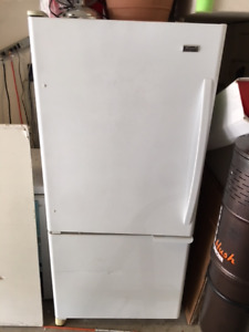 WHITE FRIDGE WORKING PERFECTLY - ICE MACHINE - BOTTOM FREEZER