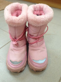 Warm and cosy lovely pink girls snow or ski boots, very good condition