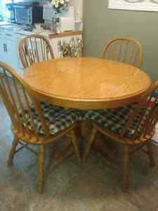 Price DROPPED - Solid OAK DINING SET Windsor Region Ontario image 2