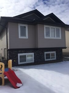 1 month FREE rent! 3 bed/2 bath in Timberlands!!!