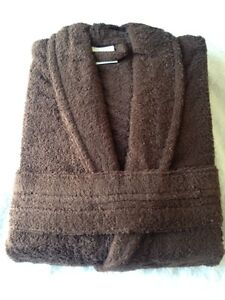 Spa table sheets, Towels,Luxury 100% cotton Bath robes Kitchener / Waterloo Kitchener Area image 8