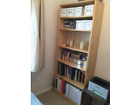 Light wood bookcase (5 shelves)