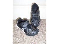 Clarks boys shoes size 7(post it)