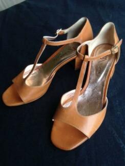 High Heeled Italian shoes - Vero Cuoio - new, never been worn.