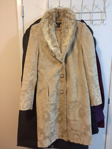 S/M Fall/winter Beige Coat with Beige fur for younger lady 15-30
