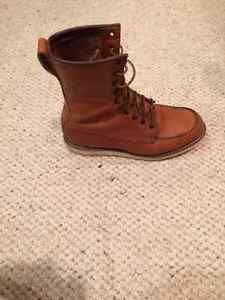 Redwing Heritage Boots Like new   100