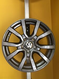 ENSEMBLE KIT MAGS ET PNEUS D'HIVER VOLKSWAGEN 16'' 17'' NEUFS / NEW WINTER TIRES AND MAGS PACKAGE ***HAZARD THE ROUTE***