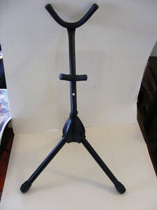 SAXOPHONE STAND    Like new TRADE FOR GUITAR STAND