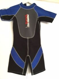 "Almost new wetsuit - shortie style. ""Nalu Waveware"". Teen"