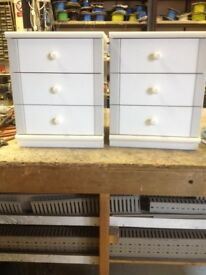 Bedside cabinets. 3 drawer of white. Good Condition