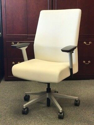 Siento Mid-back Executive Chair In Leather By Steelcase White Leather