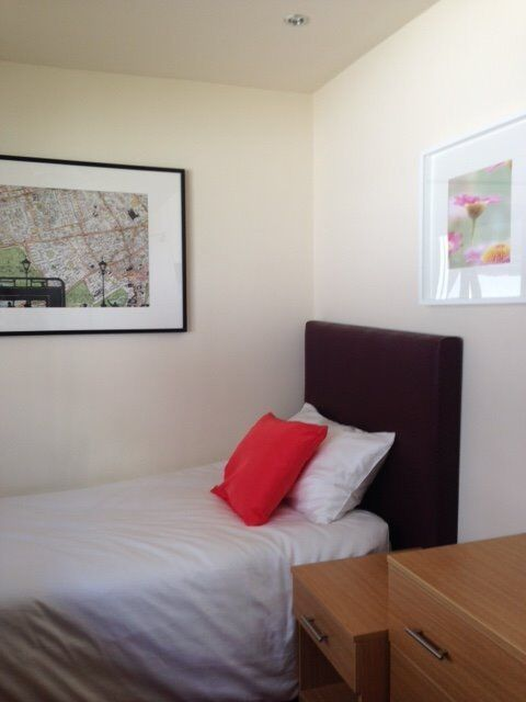Single Room with En-suite Shower - Fully Inclusive Rent