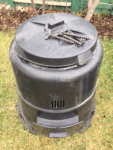 Black sectional compost bin with lid