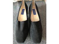 Helen Bateman size 38 black suede shoes