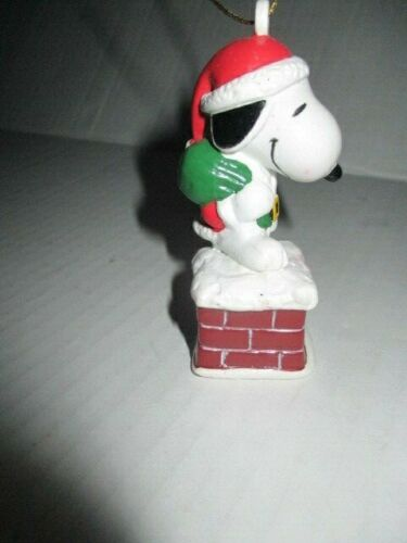 Peanuts United Feature Syndicate Santa Snoopy on Chimney Christmas Ornament