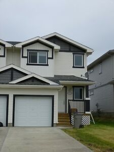 #3231 Beautiful 3 Bedroom Duplex with Garage $1400 May 1st