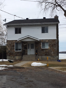House by the water for rent