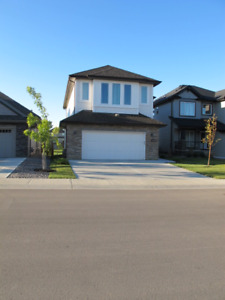Better than new house3 Br/2.5 bath Back onto pond in Windermere