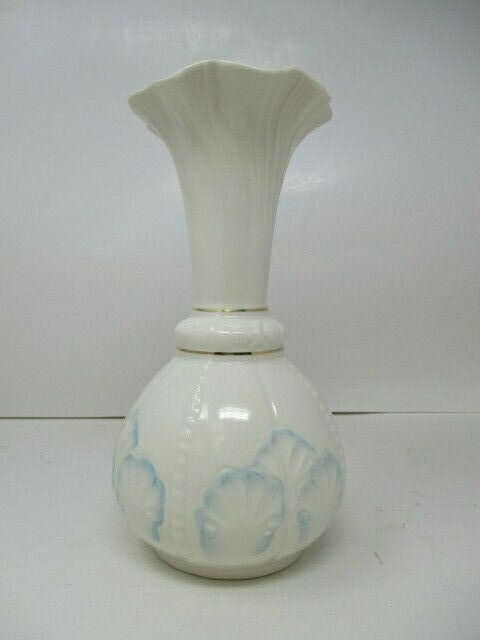 "Bellek Ireland Rosemore 9"" Tall Vase w/ Blue Outlines and Gold Trim"