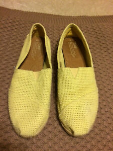 Toms Shoes (3 pairs available, various sizes)