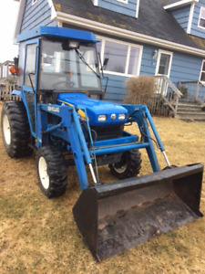 Cab tractor and Loader. New Holland T1510  532 Hours.