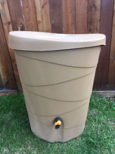 RAIN BARREL WITH DOWNSPOUT DIVERTER