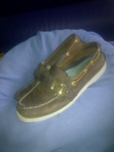 3pairs of shoes for $75! 2 sperryTopsiders 1 sketchers