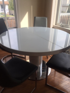 Round Buy Or Sell Dining Table Amp Sets In Edmonton