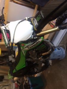Kawasaki KXF 2012 dirt bike
