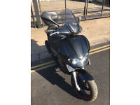 2010 Gilera Runner VX 125 Touring Edition in Black great condition + Top Box