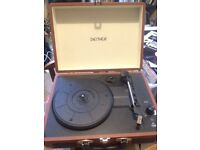 RECORD PLAYER + 600 RECORDS