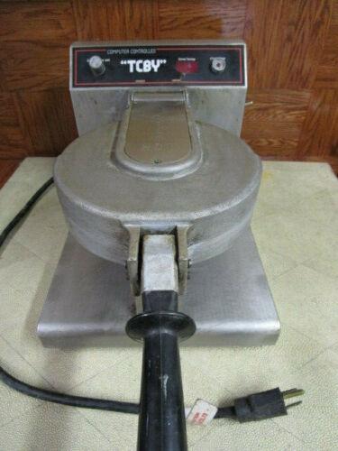 TCBY Waffle Maker Model RCM-8