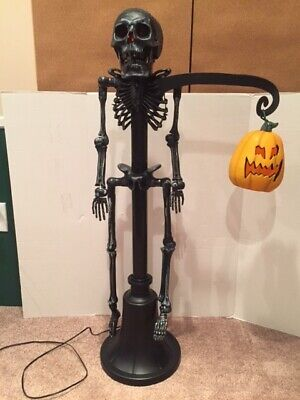 Gemmy 2006 Halloween Skeleton Lamp Post Holding Pumpkin w/ Box & Paperwork