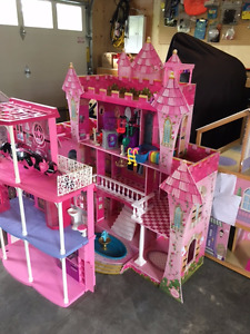 Five doll Houses, furniture and monster high dolls