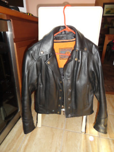 Ladies Leather Motorcycle Riding Gear in Excellent Condition