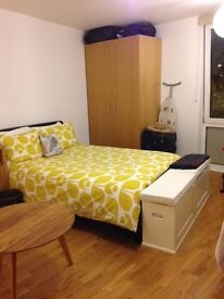LARGE DOUBLE BEDROOM WITH ENSUITE AND CANAL VIEWS