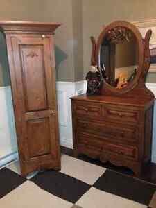 Superbe armoire et commode en bois