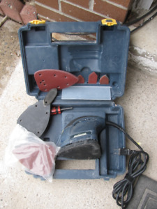 Detail Palm Sander in good working condition, many accessories