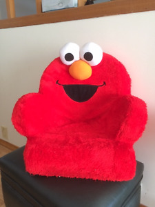Tickle Me Elmo Giggle And Shake Toddler Chair