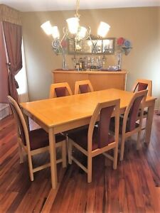 Dining room table and 6 chairs CARRIER