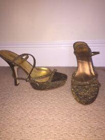 Such Sparkly gold heels