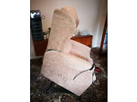 RISE AND RECLINE ELECTRIC CHAIR. VGC DELIVERY POSSIBLE
