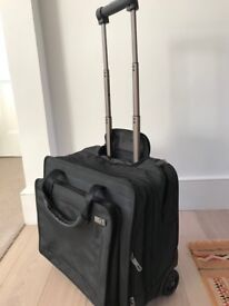 Samsonite roll along suitcase