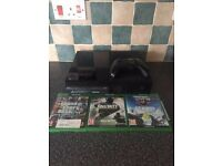XBOX ONE 500GB COMES WITH 3 GAMES ORIGINAL BOX ORIGINAL CONTROLLER AND ALL WIRES + HEADPHONE ADAPTER