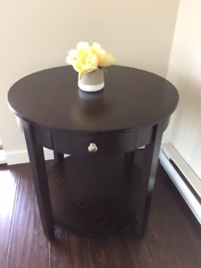 Side table 23.6 in x 23.6 in x 23.6 in