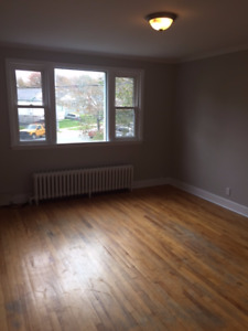 Great 2 Bedroom Pet Friendly Apartment in Popular West End
