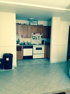 Awesome 2 Beds, 1 1/2 baths for May  Downtown