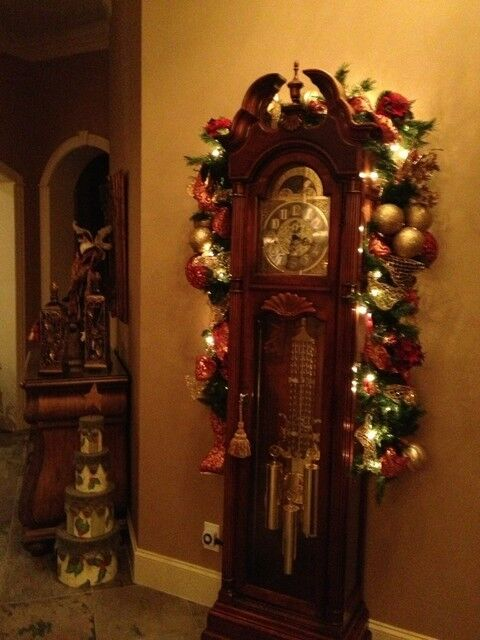 Tips on How to Decorate A Grandfather Clock for Christmas ...