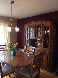 Table de cuisine, 6 chaises  et buffet