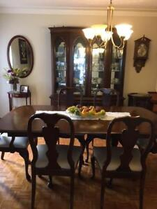 BEAUTIFUL FINE WOOD DINING SET BY ROXTON